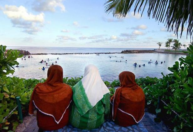 Three_Maldivian_women